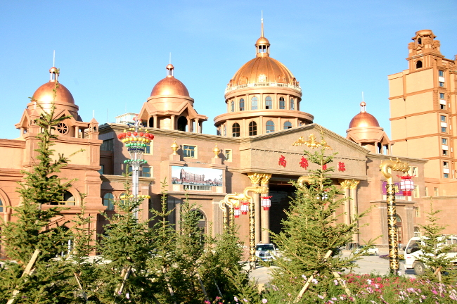 Позолоченные купола непонятно чего в Маньчжурии