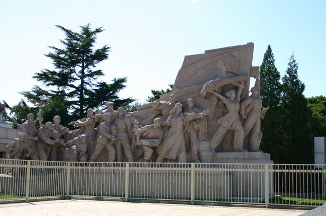 Скульптура китайцы на площади Тяньаньмэн