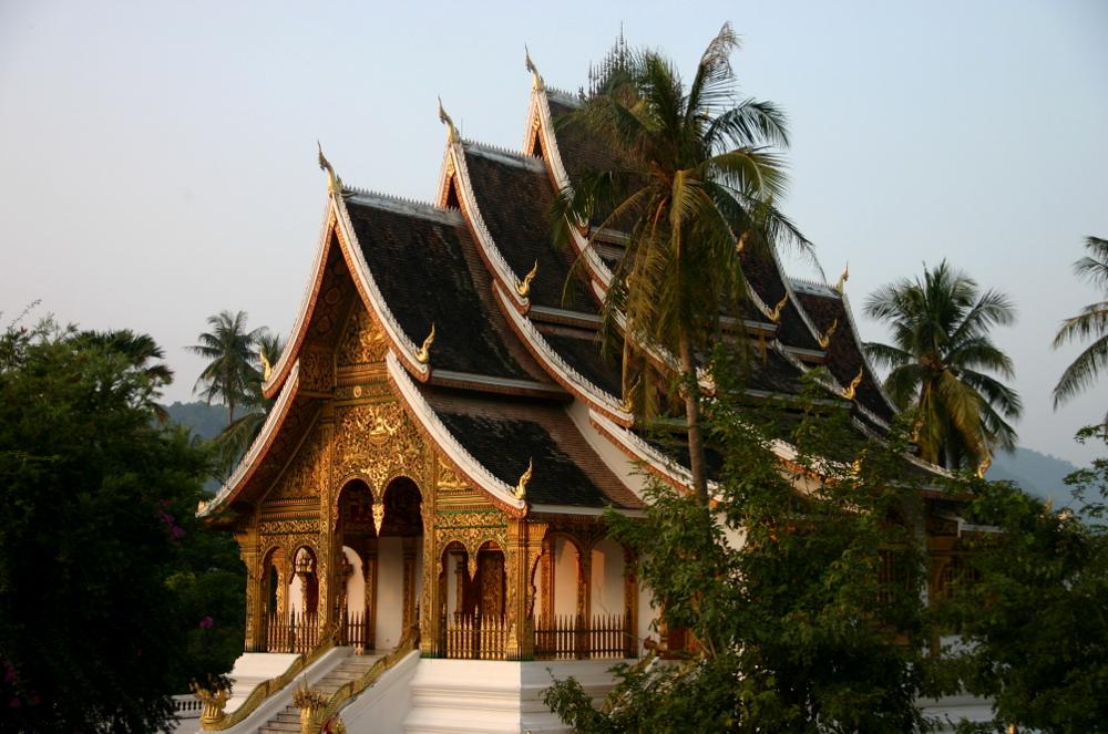 Храм у королевского дворца луанг Прабанг
