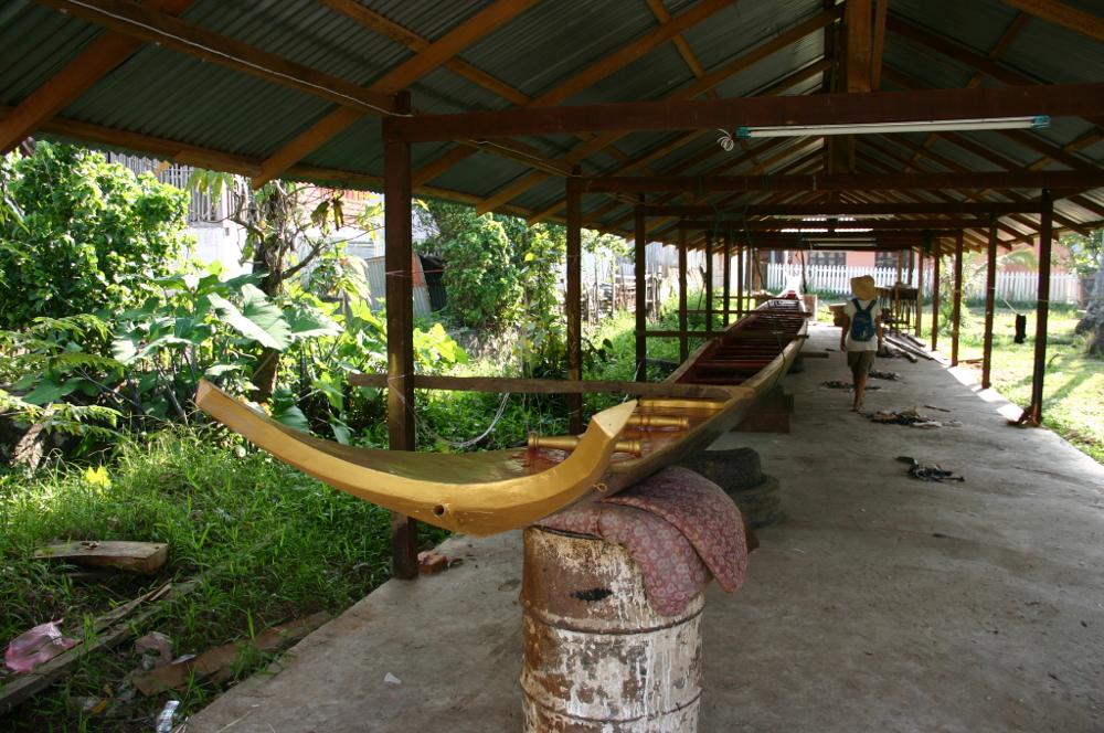 Лодка в буддистском храме