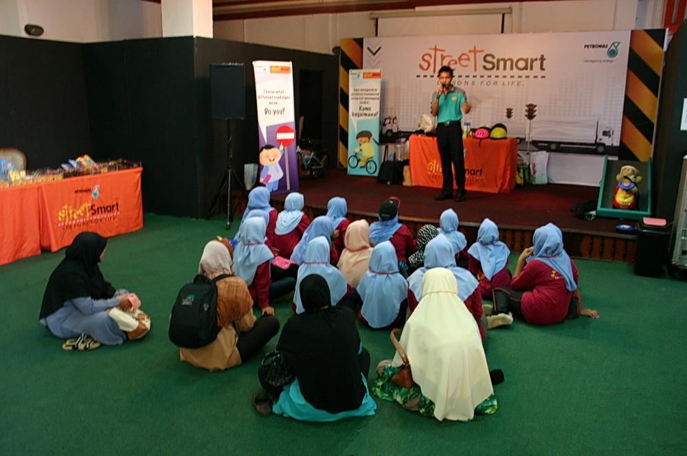 Девочки в Малайзии