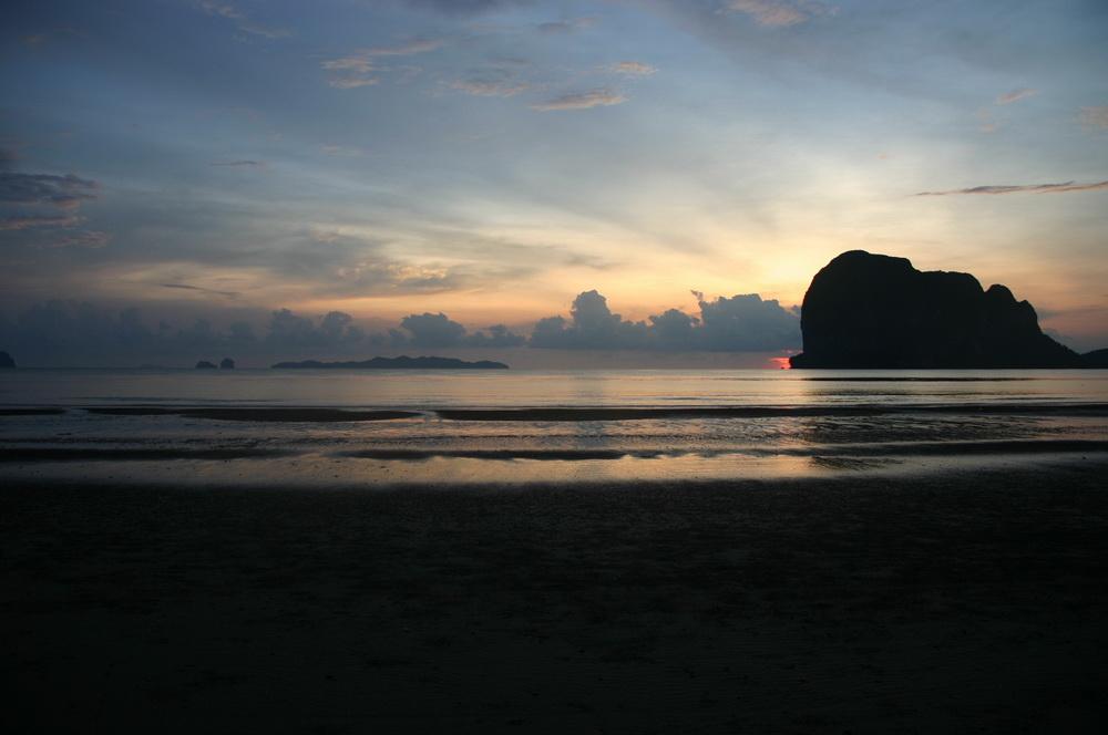 закат на пляже Pak Meng