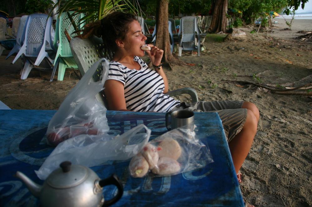 закат и пончики на пляже Pak Meng