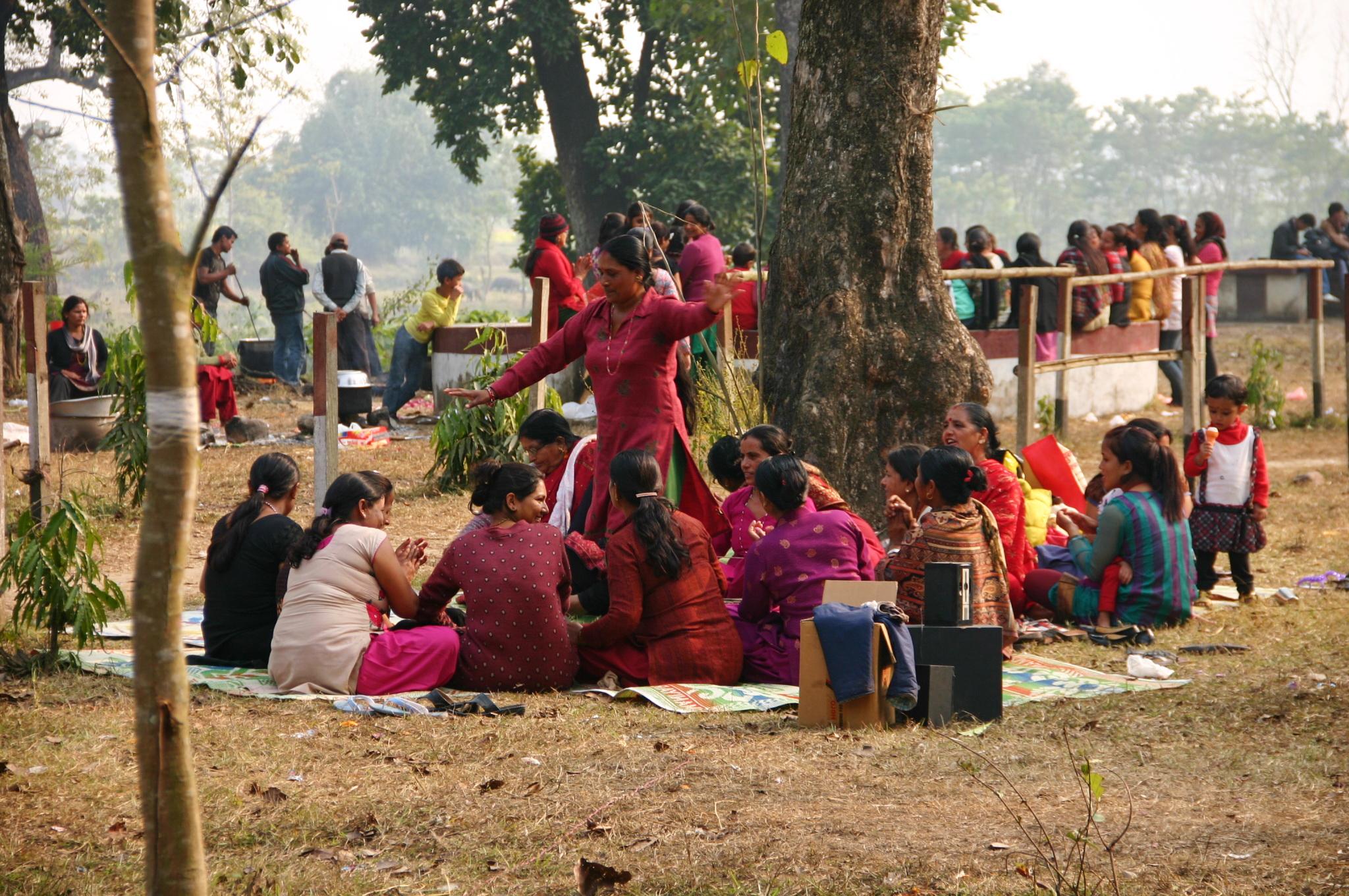 Танцы непальских женщин