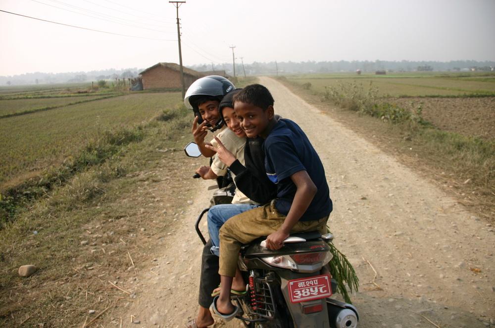 Молодые непальцы