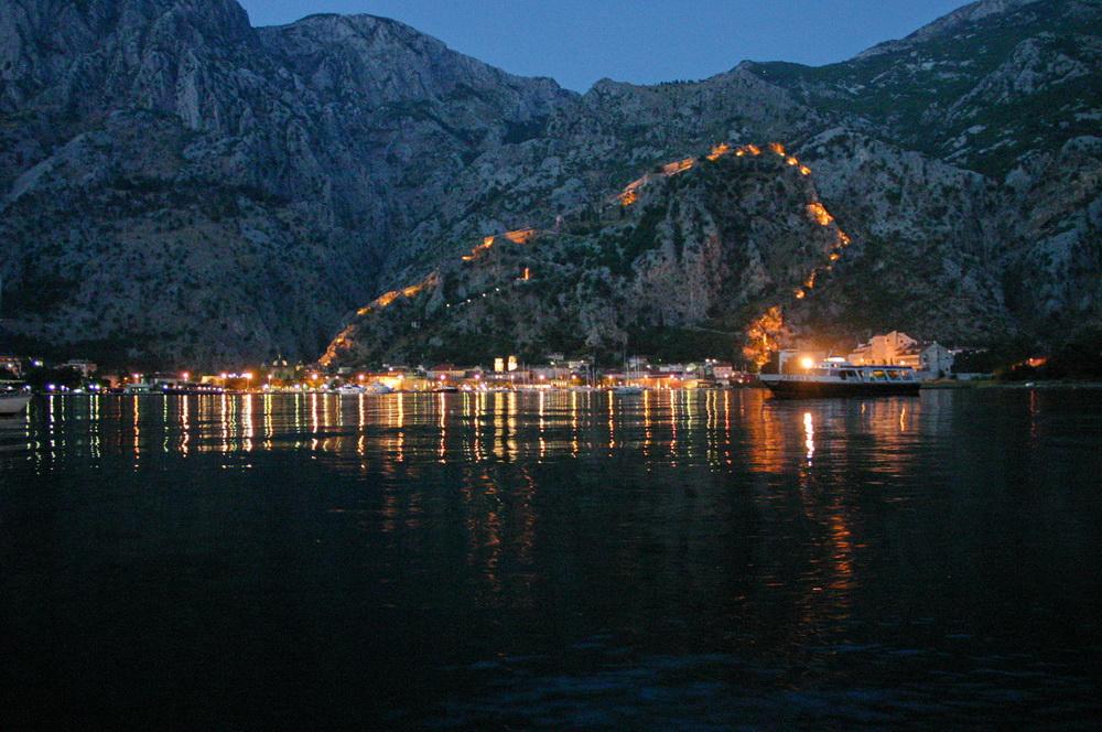Которская крепость ночью