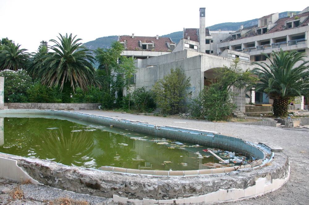 Заброшенный отель Котор