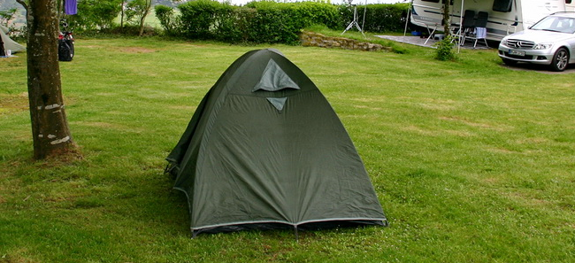 Палатка в кемпинге